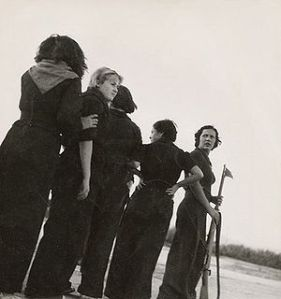 300px-Milicianas_em_1936_por_Gerda_Taro